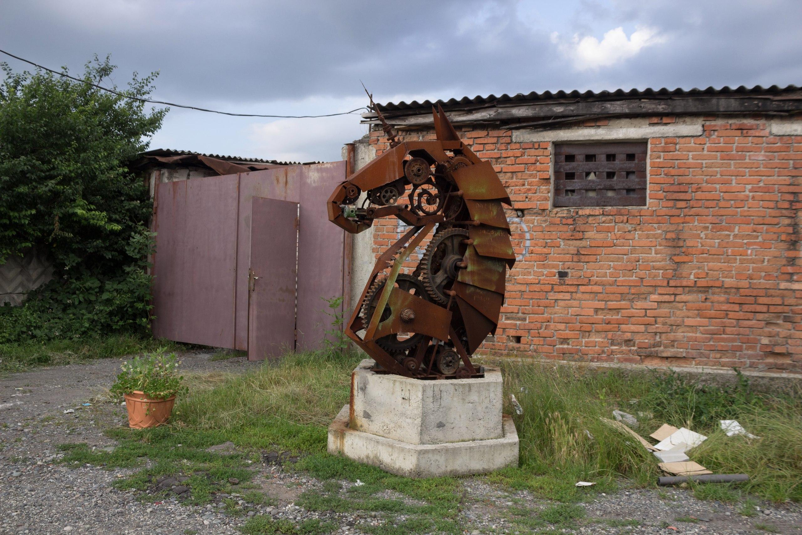 Конь обрёл своё место в новом Портале